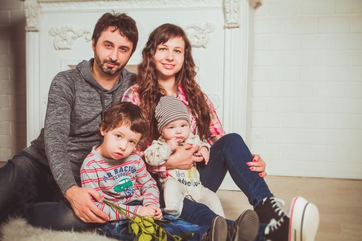 family-2972218_1920