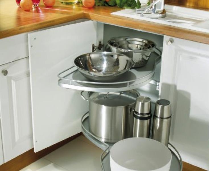 Praktické pořadače do kuchyňských skříní.